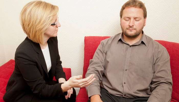 Сеанс гипноза у психотерапевта для избавления от игровой зависимости