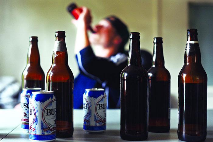 Метадоксил применяюМетадоксил применяют для лечения алкогольной зависимости и связанных с ней осложненийт для лечения алкогольной зависимости и некоторых осложнений свзанных с употреблением алкоголя