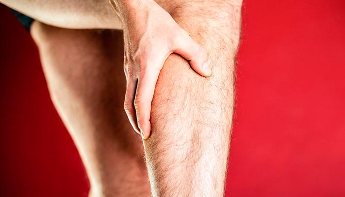 Боли в икроножных мышцах при алкогольном полиневрите