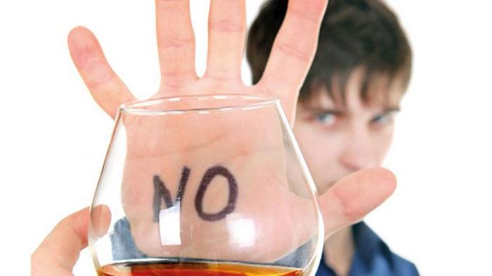 Врачи рекомендуют исключить приём алкоголя на время лечения препаратом Ксарелто